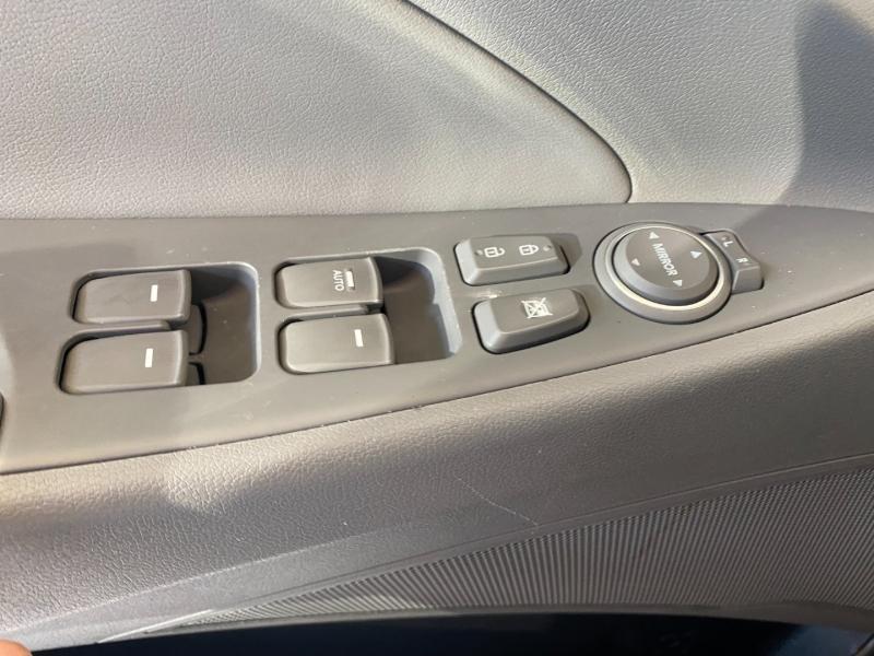 Hyundai Sonata Hybrid 2013 price $8,290