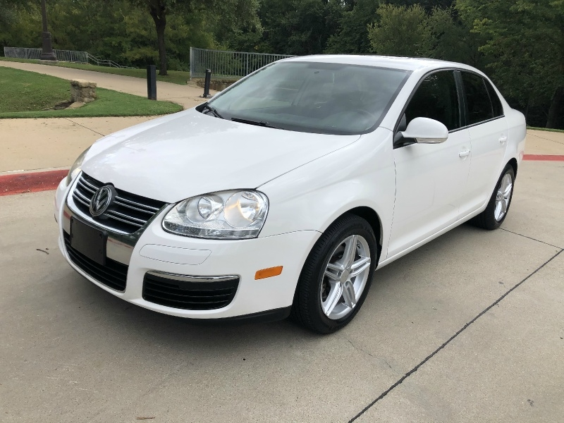 Volkswagen Jetta Sedan 2010 price $6,888