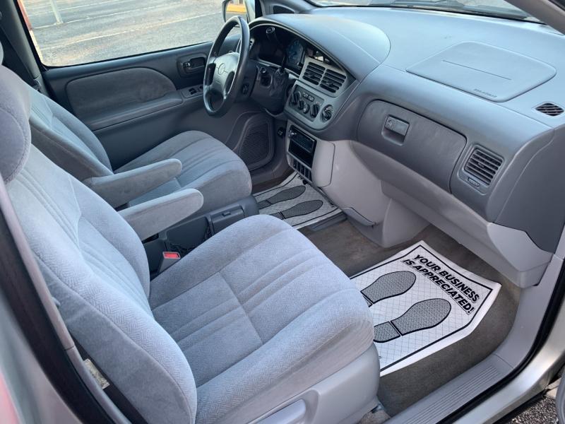 Toyota Sienna 2002 price $3,495