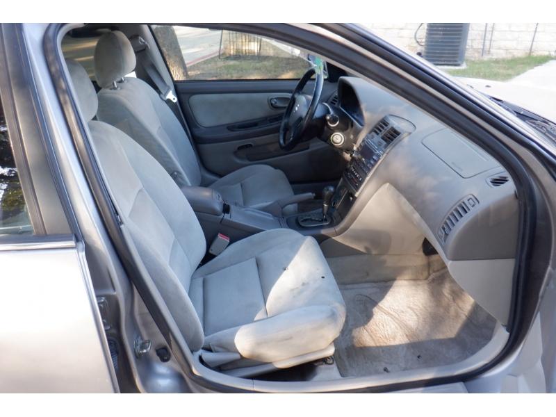Nissan Maxima 2002 price $2,000