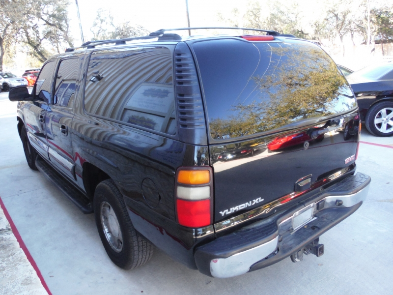 GMC Yukon XL 2004 price $3,200