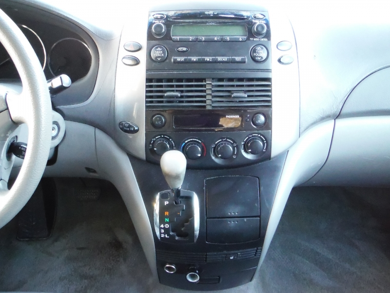 Toyota Sienna 2009 price $4,700