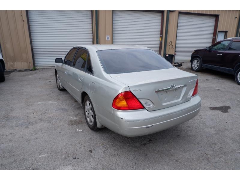 Toyota Avalon 2001 price $1,900