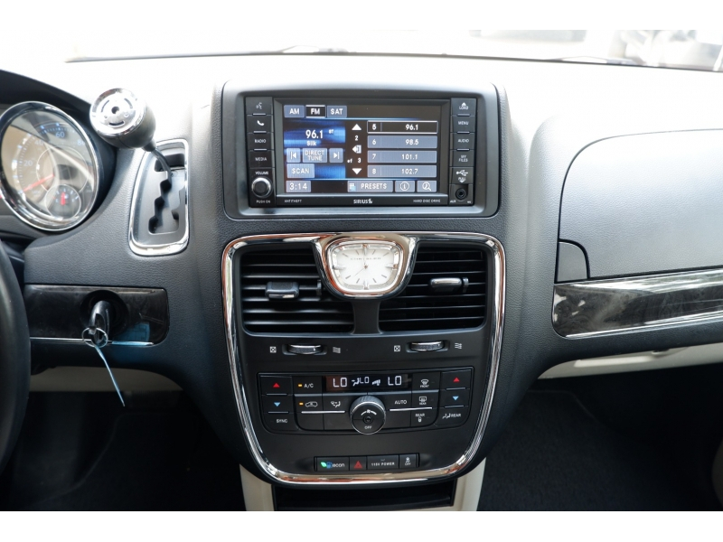 Chrysler Town & Country 2014 price $8,300