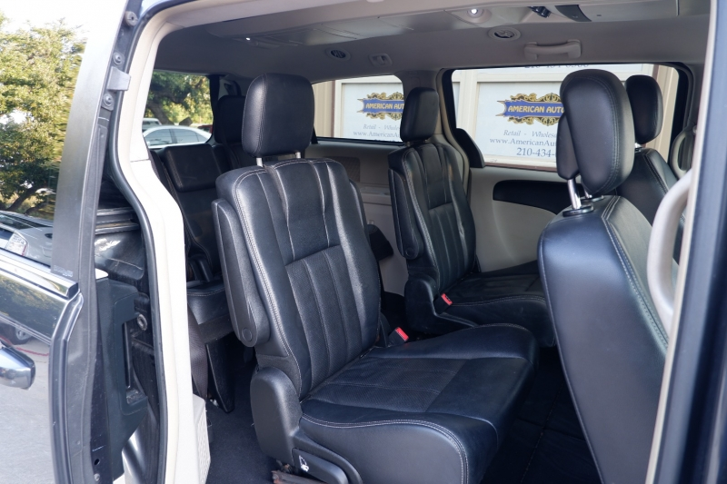 Chrysler Town & Country 2012 price $6,600