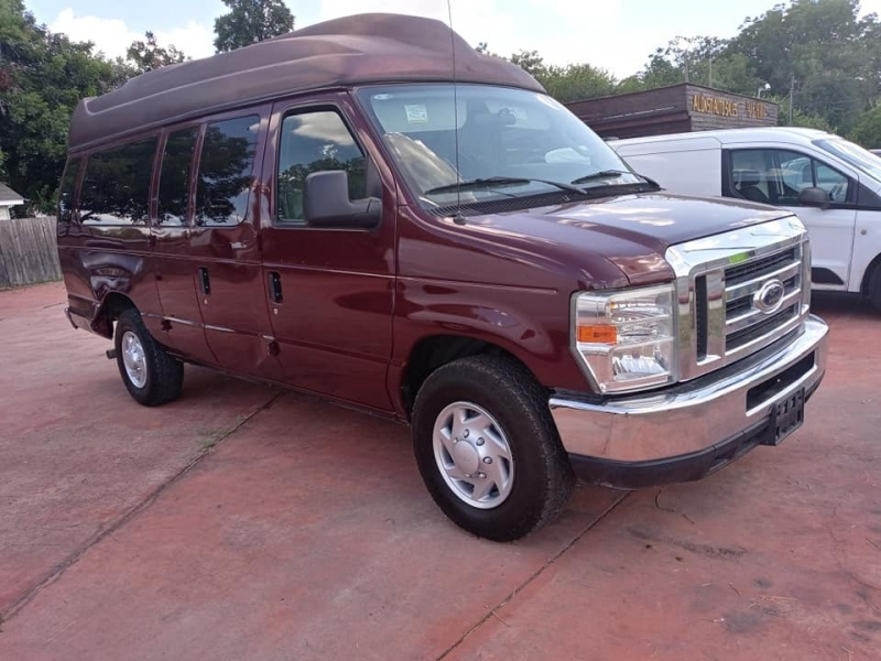 Ford Econoline Wagon 2010 price $9,950