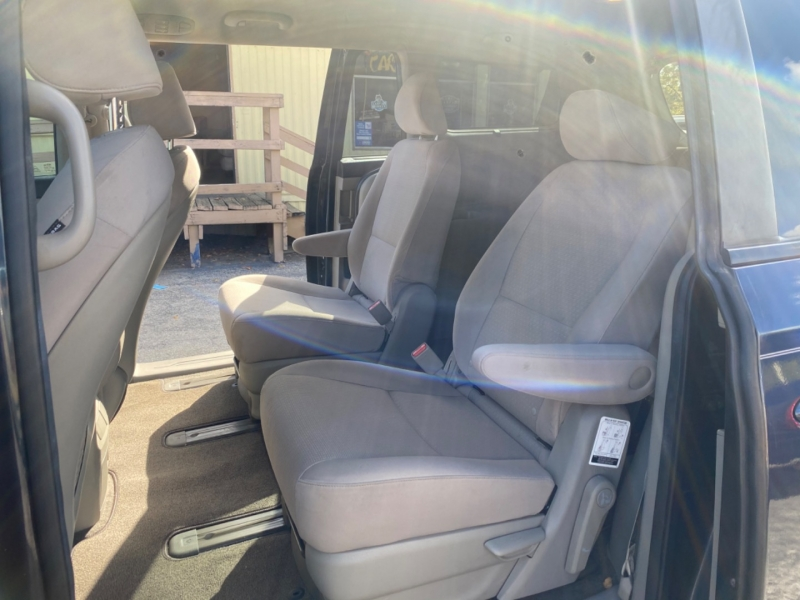 Kia Sedona 2016 price $9,850