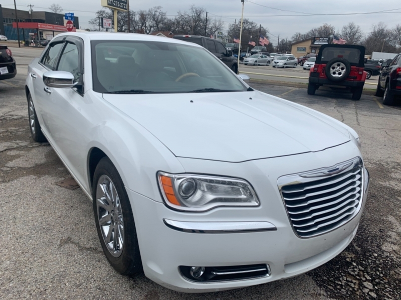 Chrysler 300 C 2013 price $11,800