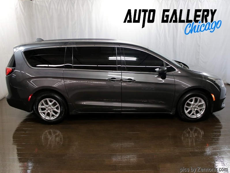 Chrysler Pacifica 2017 price $13,990