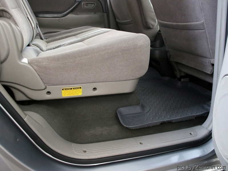 Toyota Sequoia 2004 price $11,990