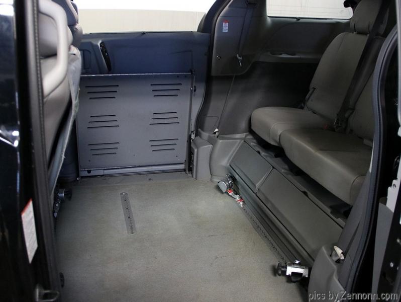 Toyota Sienna 2015 price $29,990