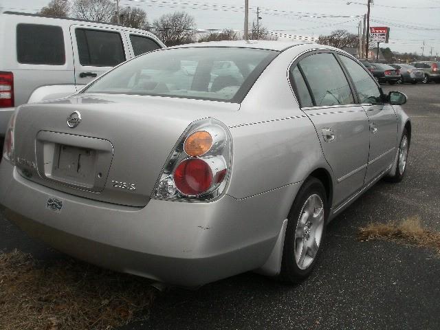 Nissan Altima 2003 price $4,000 Cash