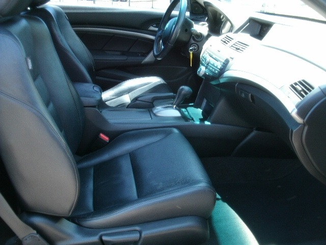 Honda Accord Cpe 2010 price $6,500 Cash