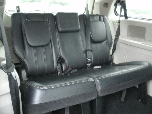 Chrysler Town & Country 2013 price $8,500 Cash