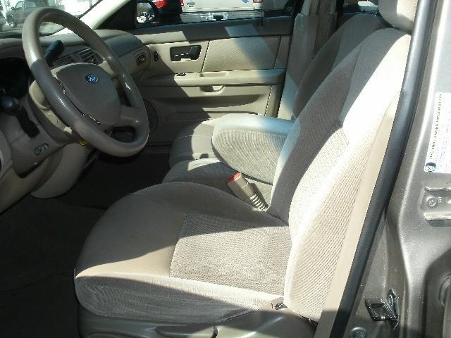 Ford Taurus 2006 price $3,500 Cash
