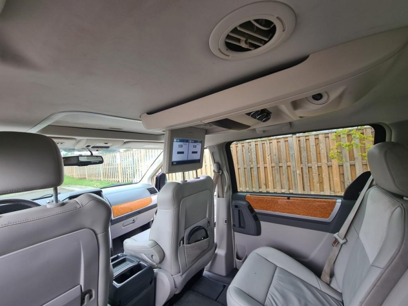 Chrysler Town & Country 2008 price $8,199