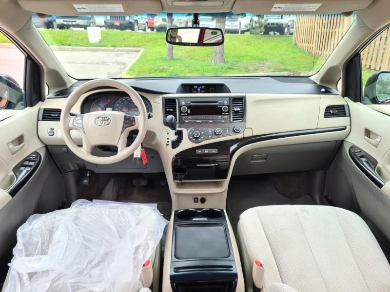 Toyota Sienna 2012 price $15,499