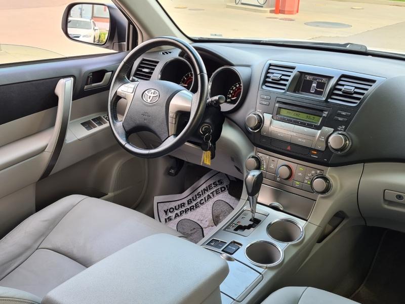 Toyota Highlander 2009 price $14,399