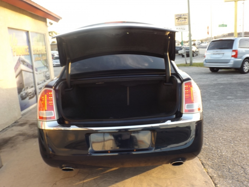 Chrysler 300 2012 price $10,990