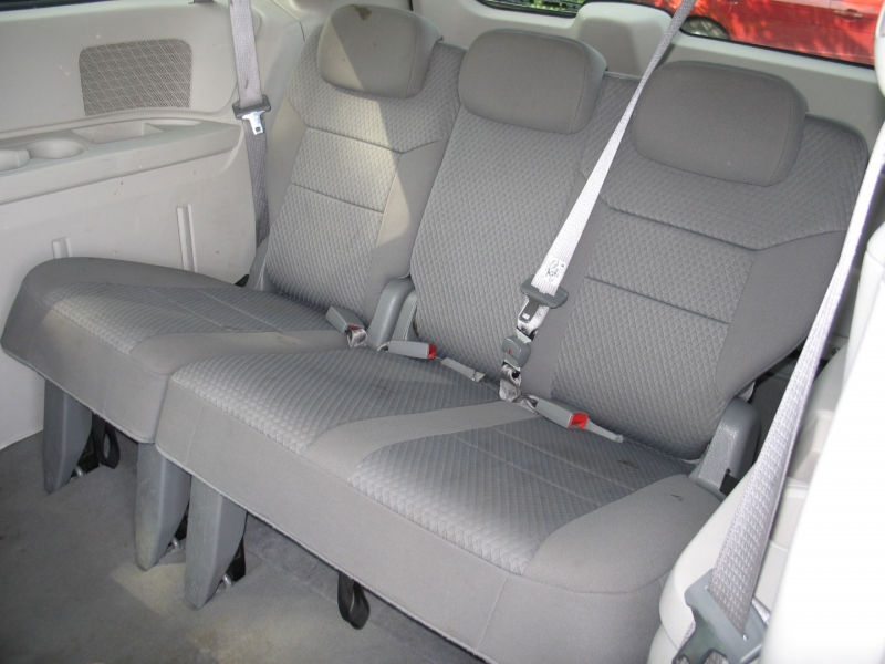 Chrysler Town & Country 2010 price $5,495