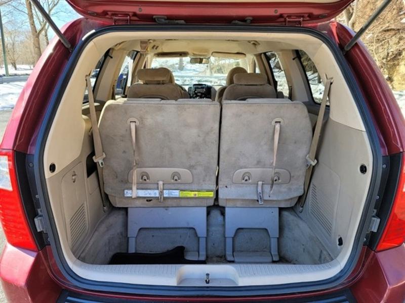 Kia Sedona 2006 price $2,995
