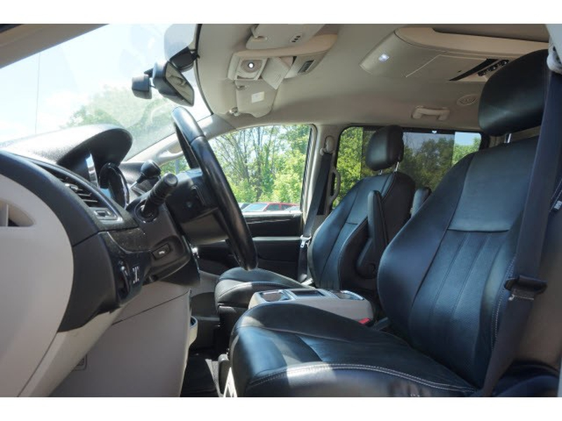 Chrysler Town & Country 2011 price $6,495