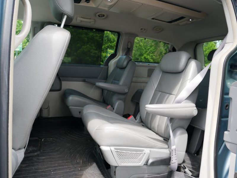 Chrysler Town & Country 2008 price $4,795