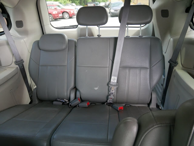 Chrysler Town & Country 2008 price $4,297