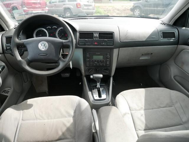 Volkswagen Jetta 2004 price $2,397