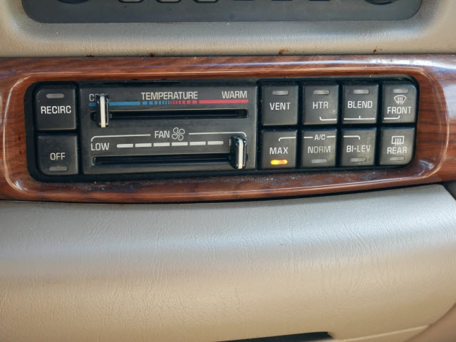 Buick LeSabre 2003 price $2,477