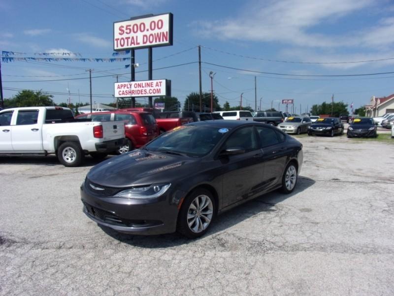 Chrysler 200 S 2015 price $10,995