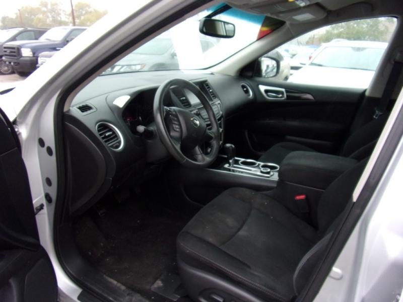 Nissan Pathfinder 2016 price $16,995