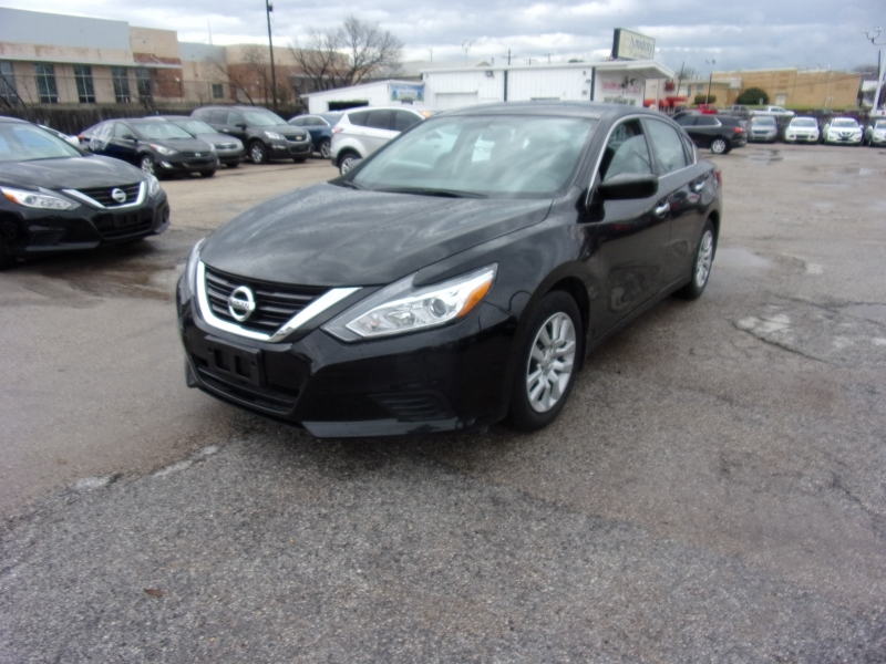 Nissan Altima 2017 price $15,995