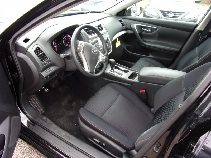 Nissan Altima 2017 price $15,995