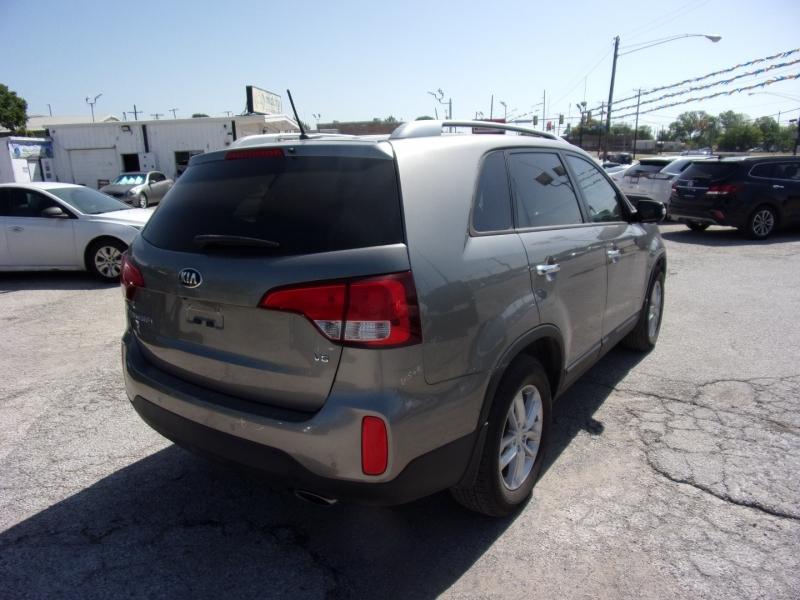 Kia Sorento 2015 price $16,995
