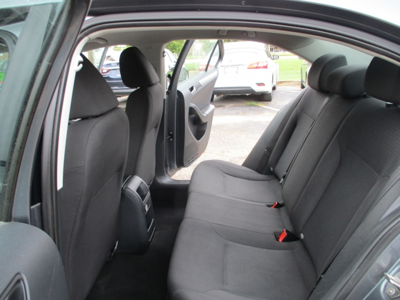 Volkswagen Jetta Sedan 2015 price $9,999
