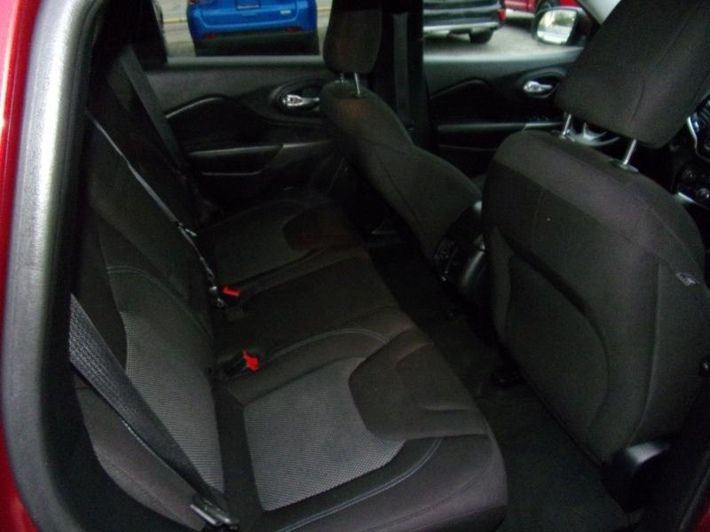 Jeep Cherokee 2019 price $15,500