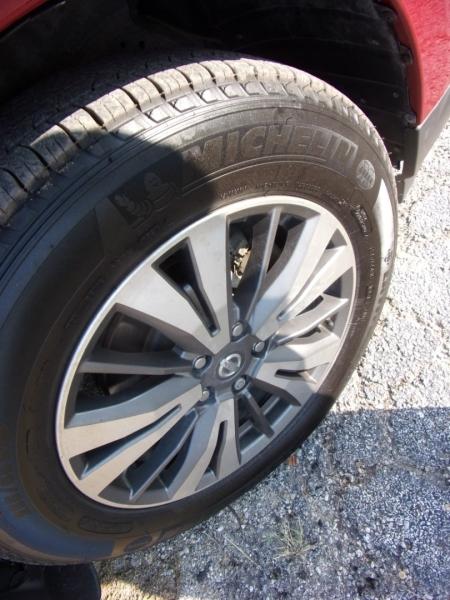 Nissan Pathfinder 2017 price $16,995