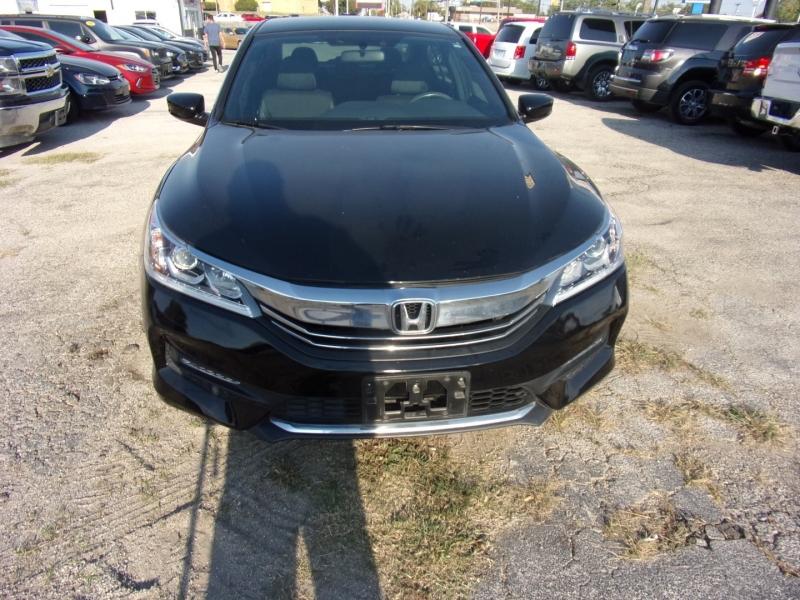 Honda Accord Sedan 2017 price $17,995