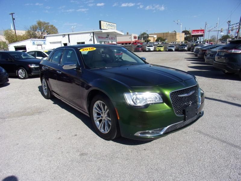 Chrysler 300 2016 price $16,900