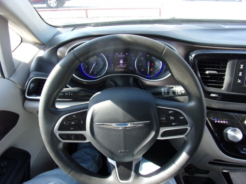Chrysler Pacifica 2017 price $15,995