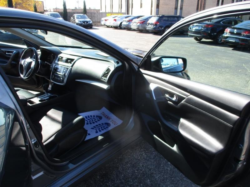 Nissan Altima 2016 price $10,995