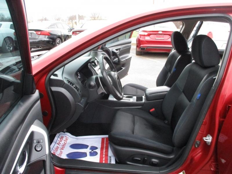 Nissan Altima 2017 price $10,500