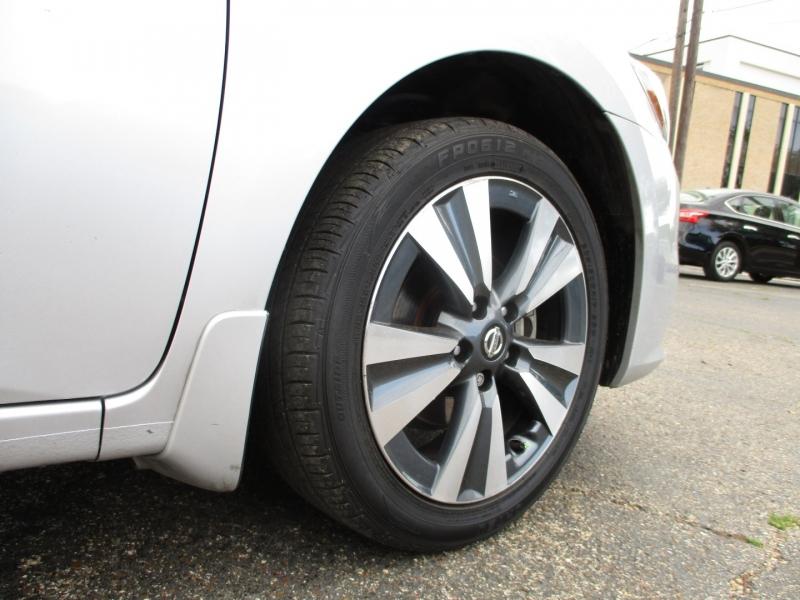 Nissan Sentra 2019 price $15,995