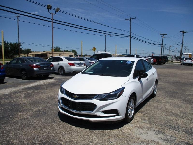Chevrolet Cruze 2017 price $12,995