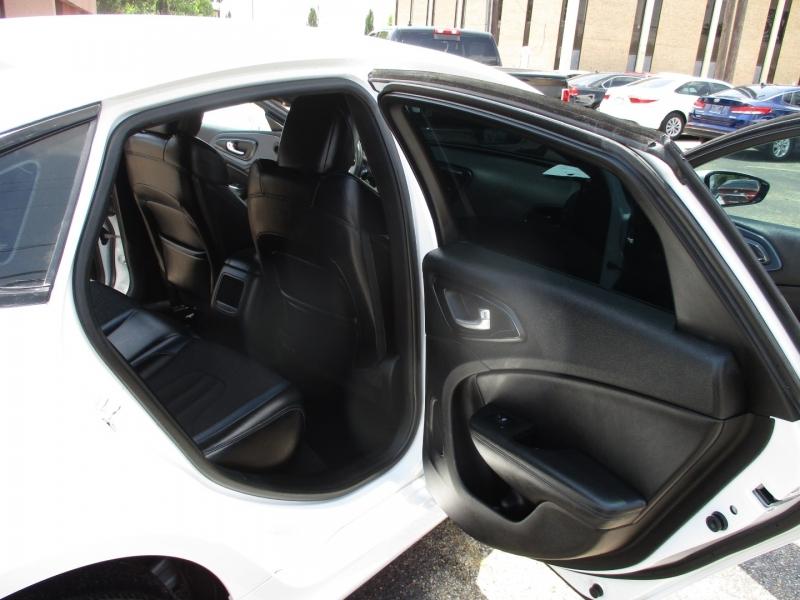 Chrysler 200s 500 totaldown.com 2015 price $14,995
