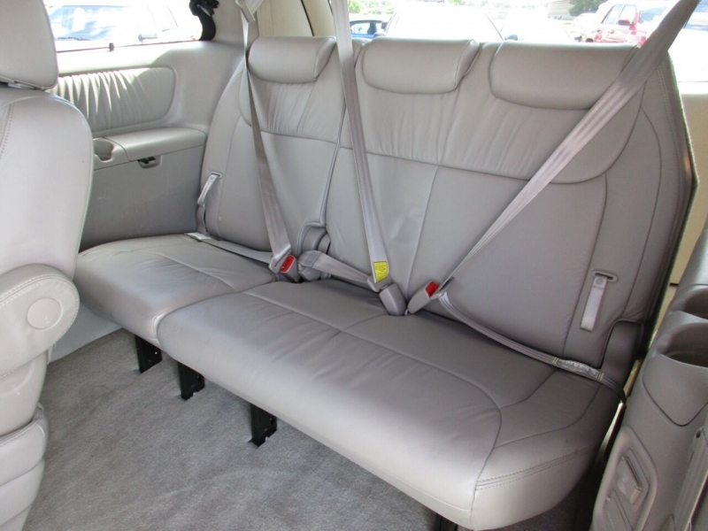 Toyota Sienna 2009 price $9,500