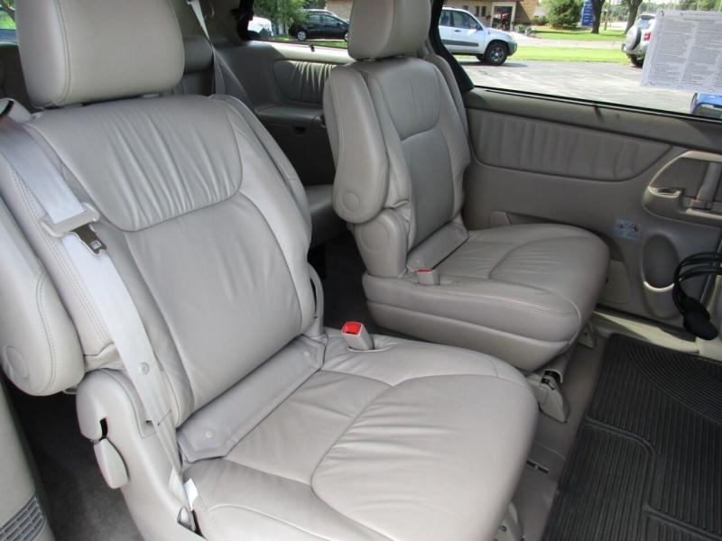 Toyota Sienna 2009 price $8,500