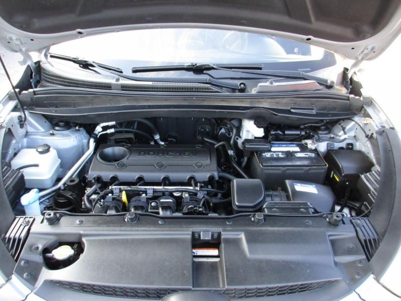 Hyundai Tucson 2011 price $9,500