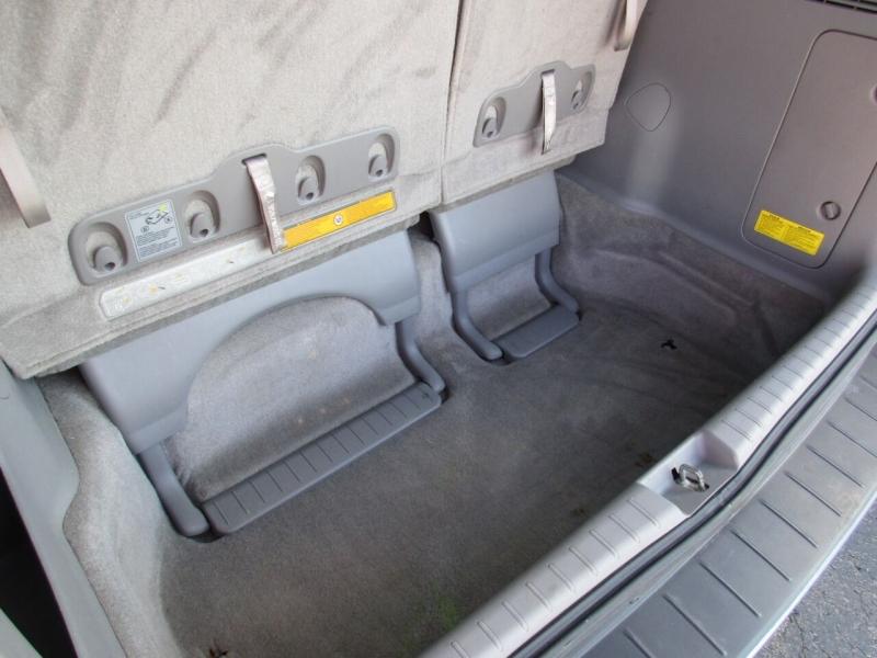 Toyota Sienna 2009 price $8,995